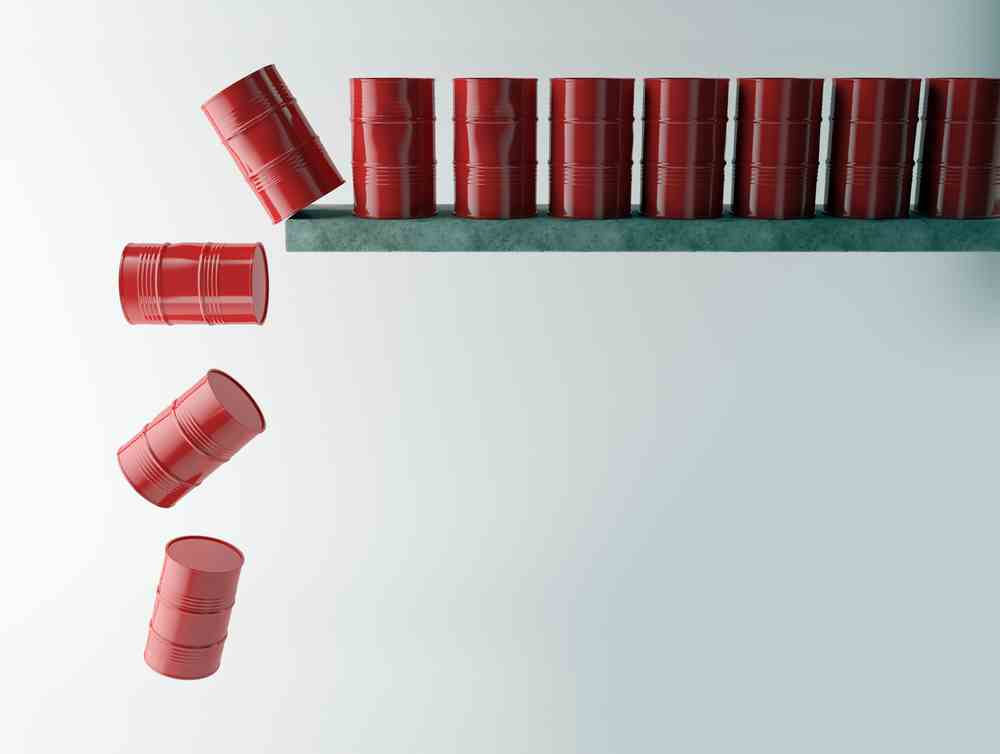 oil-price-falls-on-buildup
